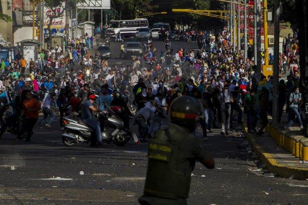 Новости мира: Протестующие устроили столкновения с полицией в столице Венесуэлы