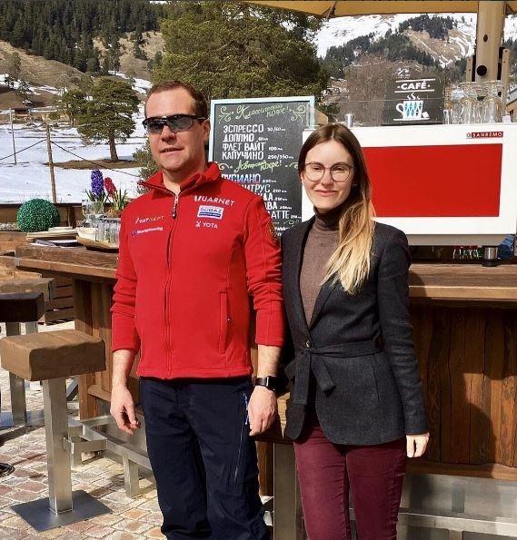 Отечественная медицина творит чудеса: Хворавший гриппом Дмитрий Медведев обнаружен на горнолыжном курорте