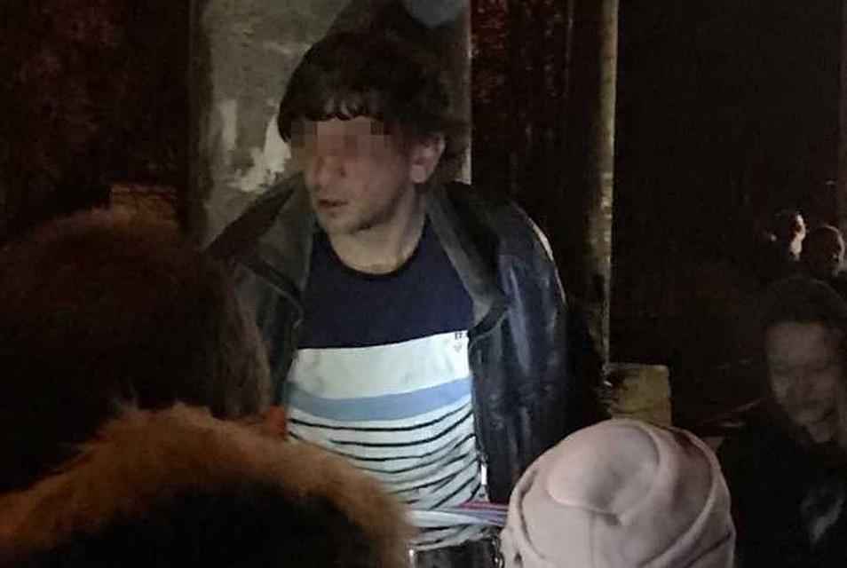 «Душил пятиклассника, ломал челюсть женщине»: Отцам грозит 12 лет тюрьмы за самосуд над «маньяком, который с ножом нападал на детей»