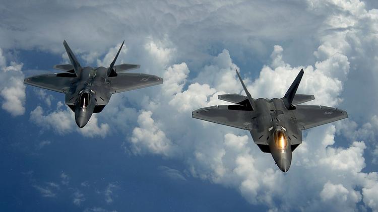 Американские пилоты обвиняют российские ВВС в опасном сближении самолетов в Сирии