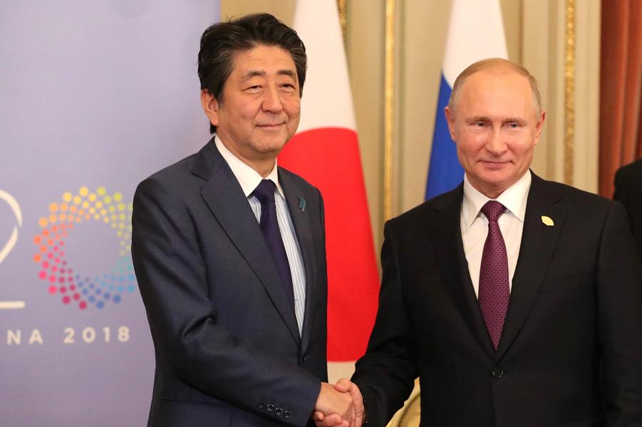 Россияне останутся. Премьер Японии готовится получить острова