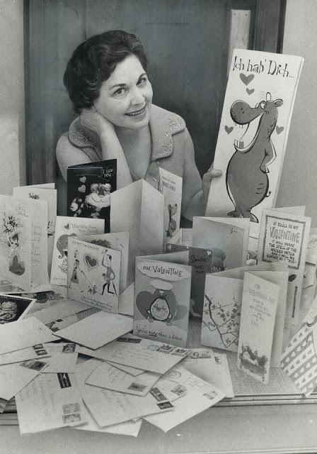 60-летняя женщина каждый год получала открытки от тайного поклонника
