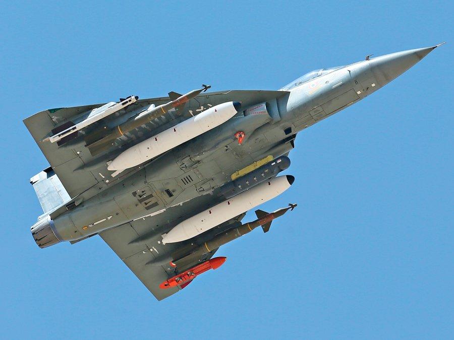 Началась воздушная война: Индия сбила пакистанский истребитель, пилота арестовали