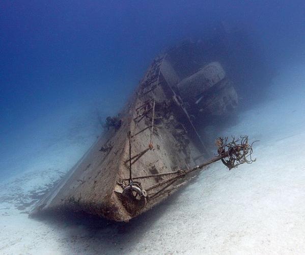 На Луне огромная подводная лодка раскрывает древние тайны спутника Земли.