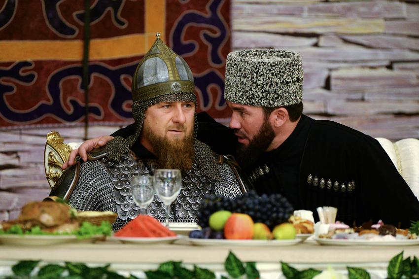 Кадыров пришел на торжественный прием в доспехах