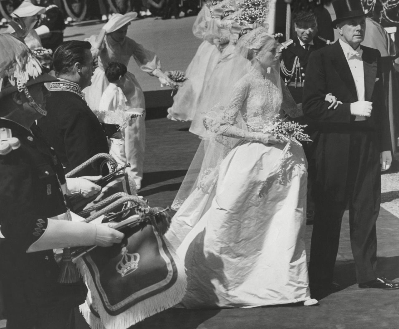 От Грейс Келли до Кейт Миддлтон: свадебные платья, вошедшие в историю