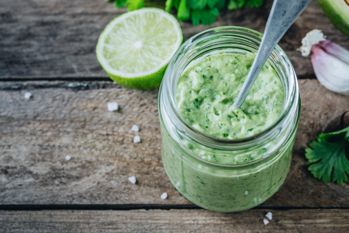 Фисташковый соус с авокадо и зеленью