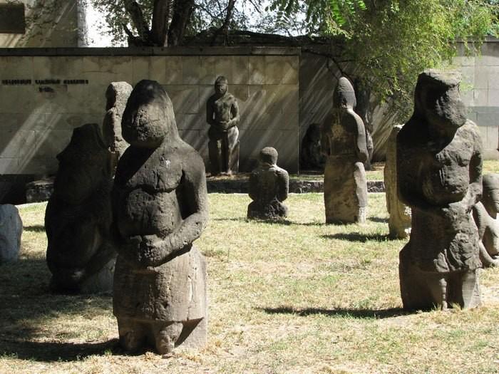 Половецкие каменные идолы «балбалы»