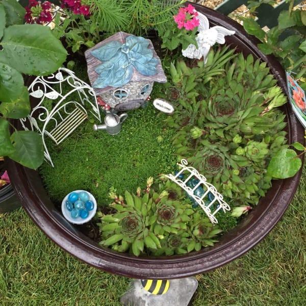 Как будто желая добавить магии, они сделали внутри садика ещё один, маленький, садик - для фей и эльфов. идеи для дачи, подарки детям, сад