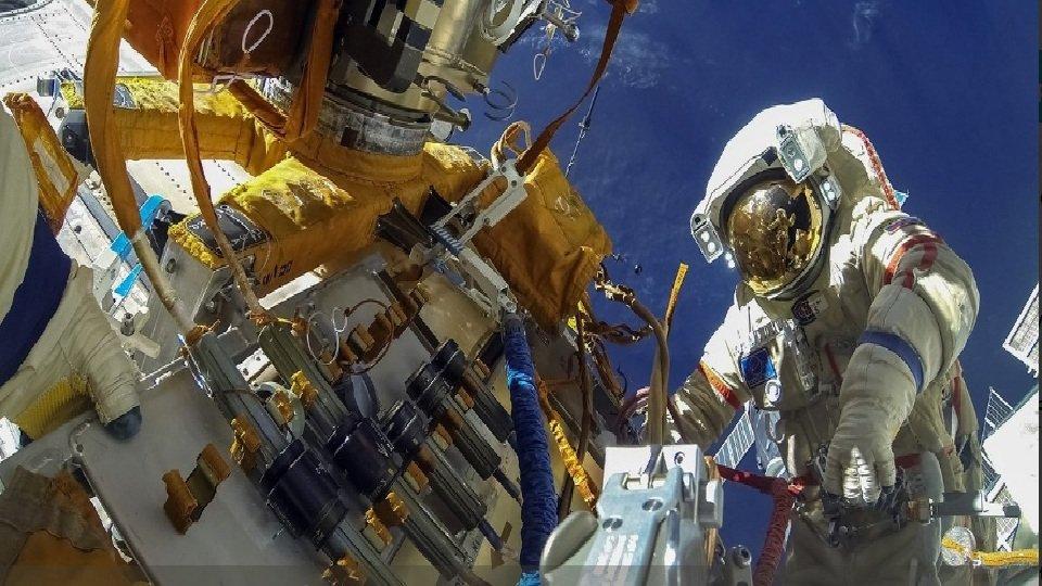 Онлайн трансляция: Российские космонавты выходят в открытый космос