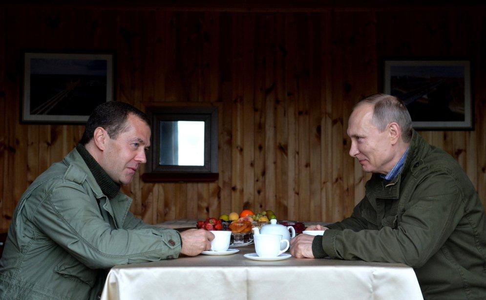 Путин увезет Медведева на Землю Франца-Иосифа
