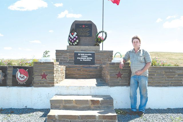 """Фермер взял кредит и влез в долги ради памятника героям ВОВ: """"Они заслужили большего"""""""
