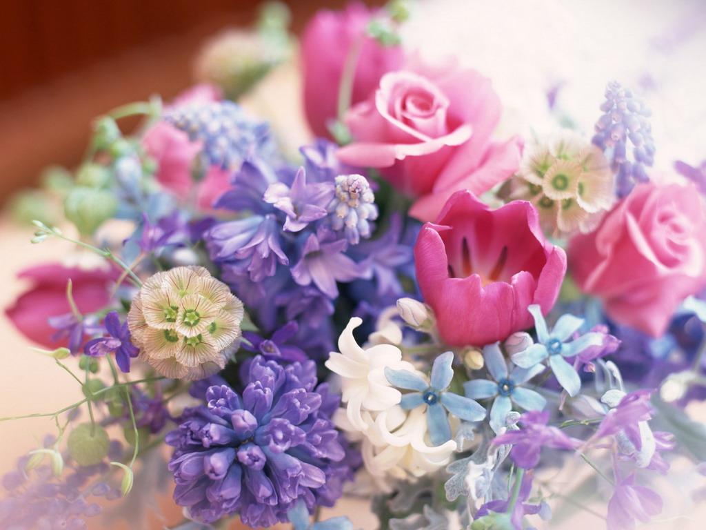 Сирень и тюльпаны в вазе - широкоформатные обои и большие картинки, тема - цветы