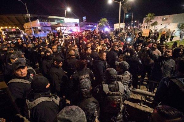 «Караван отчаявшихся»: причины и следствия миграционного кошмара у границ США