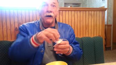Видео с будущим дедушкой стало хитом Youtube