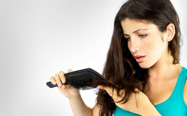 Как бороться с потерей волос у женщин