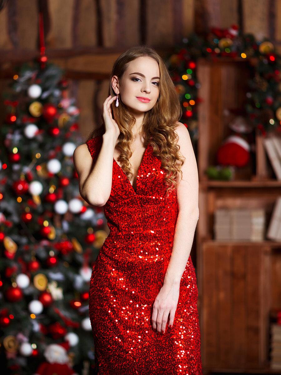 Девушка в красном платье с пайетками. /Фото: s1.1zoom.ru