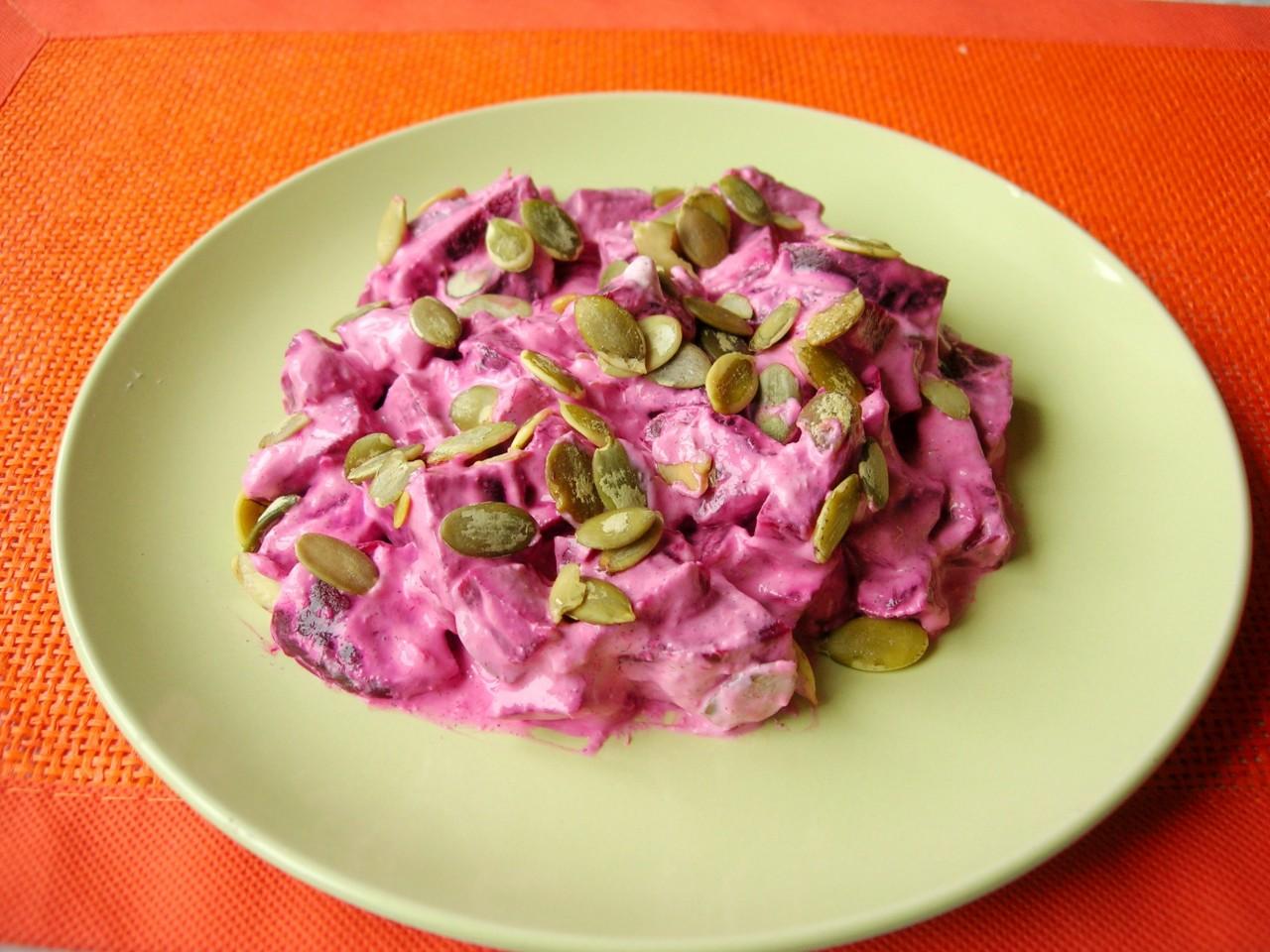Свекольный салат с тыквенными семечками за 5 минут (без майонеза)