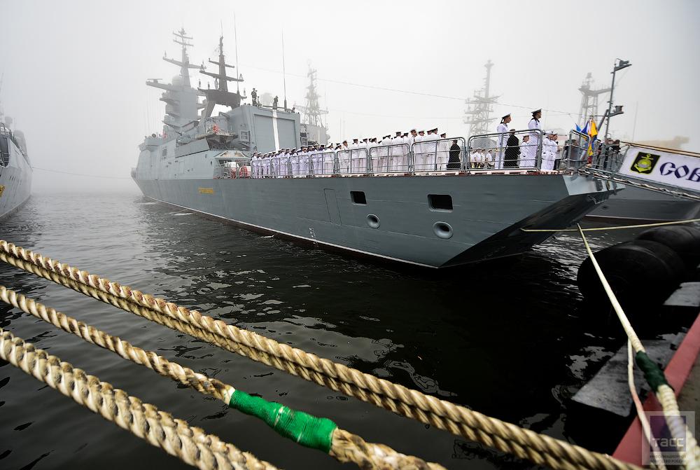 """На корвете """"Совершенный"""" поднят Военно-морской флаг"""