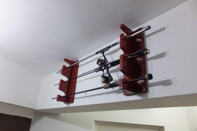 Подвесной стеллаж для хранения удочек