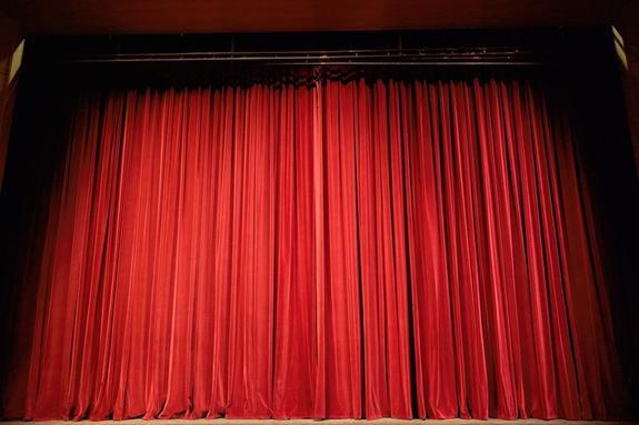 Актер скончался насцене вовремя спектакля вКазани