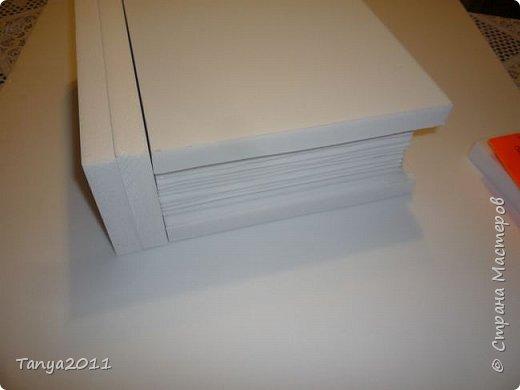 Добрый день, мастерицы! Я сегодня спешила сделать МК шкатулки-книги. Итак, нам необходимо: пеноплекс толщиной 2 см - 2/3 листа, нож канцелярский , наждачка, клеевой пистолет, краска гуашь, акриловый лак, распечатка, контур по керамике белый. фото 14