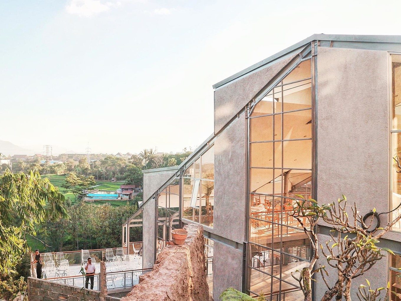 Архитектура и дизайн студенческого центра в Индонезии