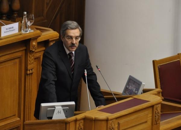 Омбудсмен: Власти Петербурга подрывают доверие граждан кзакону