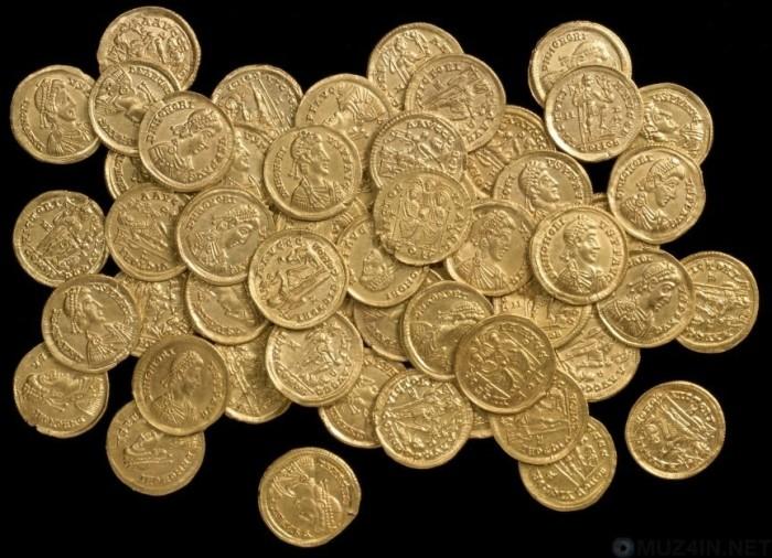 Монеты из старинного клада.