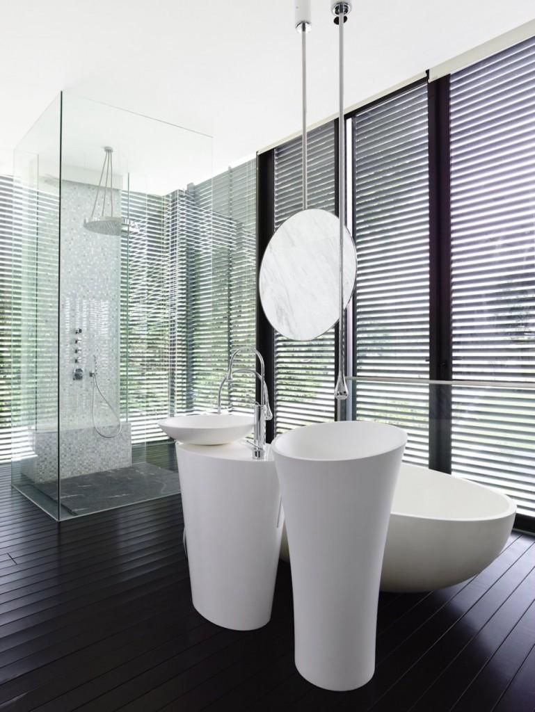 terraoko 2014 121203 18 769x1024 Современная вилла в элегантном белом оформлении декоративной штукатуркой.