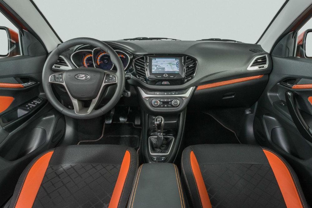 АвтоВАЗ рассекретил интерьер долгожданных универсалов Lada Vesta