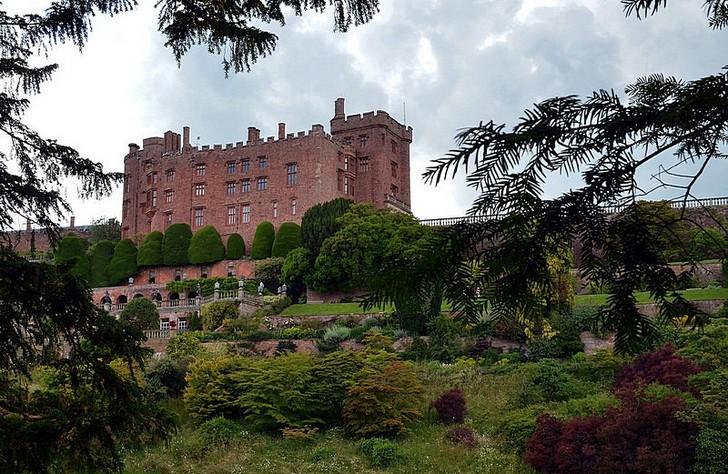 Замок и сад Поуис