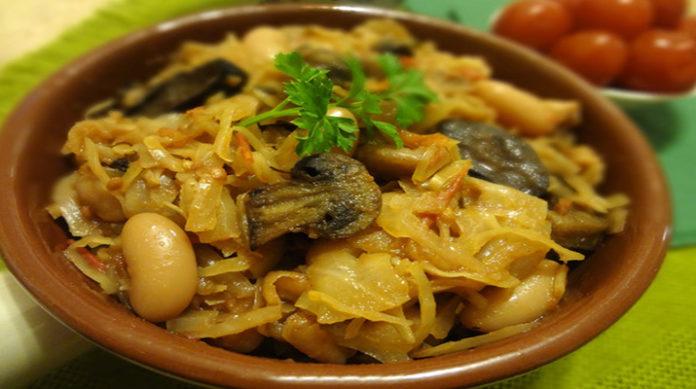Постная тушеная капуста с грибами и фасолью