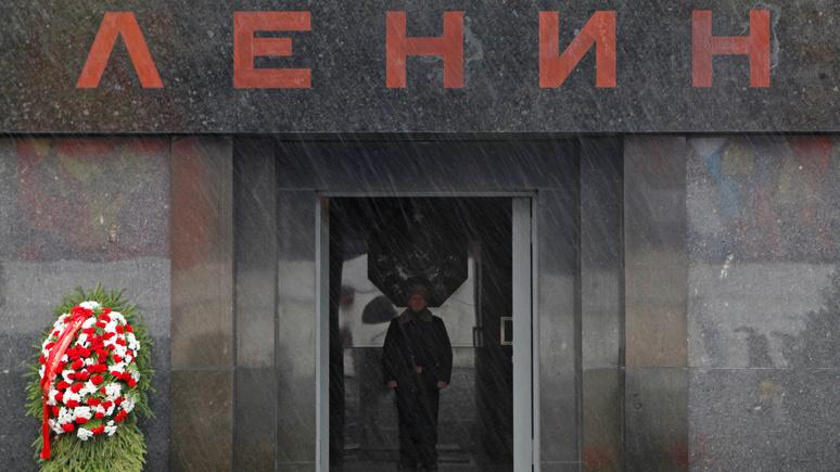 Time: «двуликий Путин» уважает православных, но и Ленина в обиду не даст