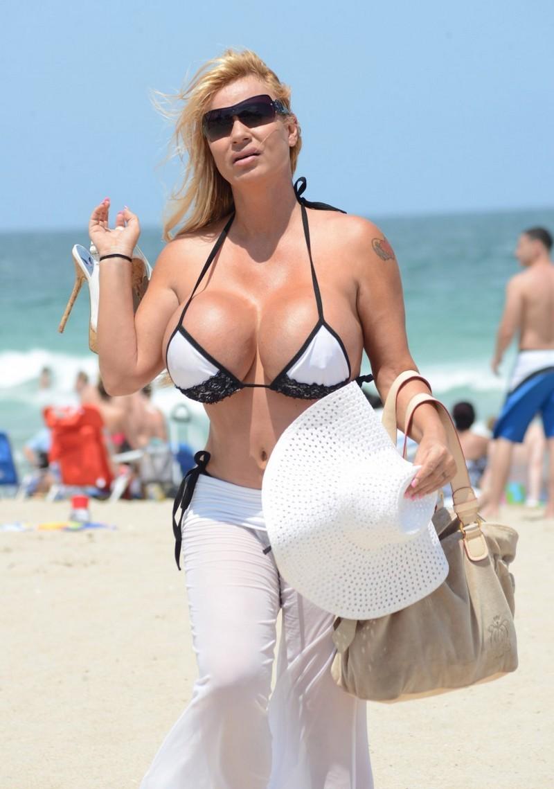 «Больше - не значит лучше»: знаменитые обладательницы огромного бюста грудь, девушки, маразм, операция, пластическая операция, подборка, размер