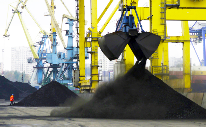 Америка подсунула Украине уголь-вонючку