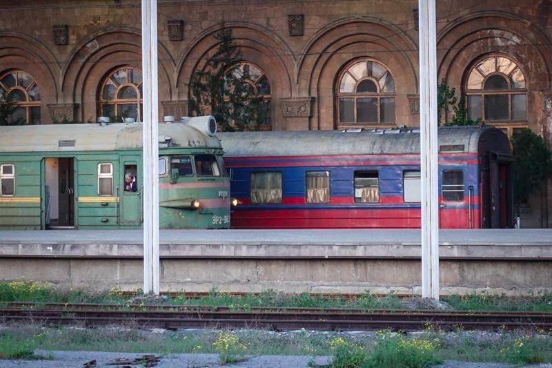 Поезд Ереван-Тбилиси. Остатки былой роскоши (28 фото)