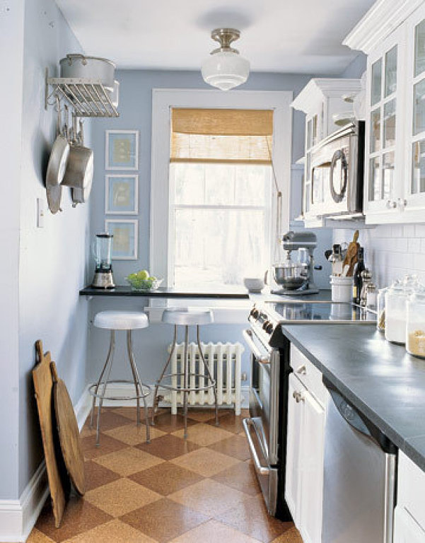 Дизайн кухня в коридоре
