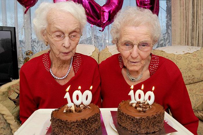 Двойняшки, отпраздновавшие 100-летний юбилей, делятся секретом долголетия