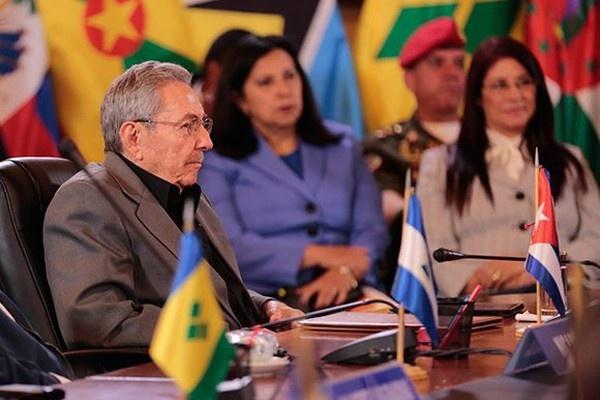Мы находимся на критическом этапе нашей истории. (Рауль Кастро Рус на Чрезвычайном саммите в Каракасе)