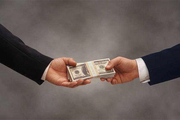 Банки РФ упростили процедуру взыскания долгов с физлиц