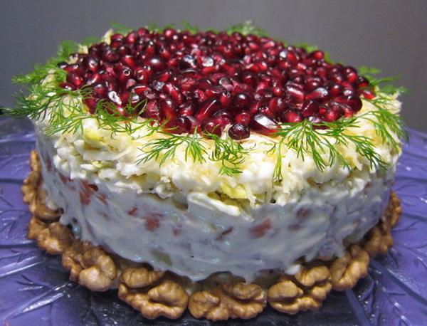 Топ-5 оригинальных салатов к Новому году. Укрась свой праздничный стол одним из этих шедевров!