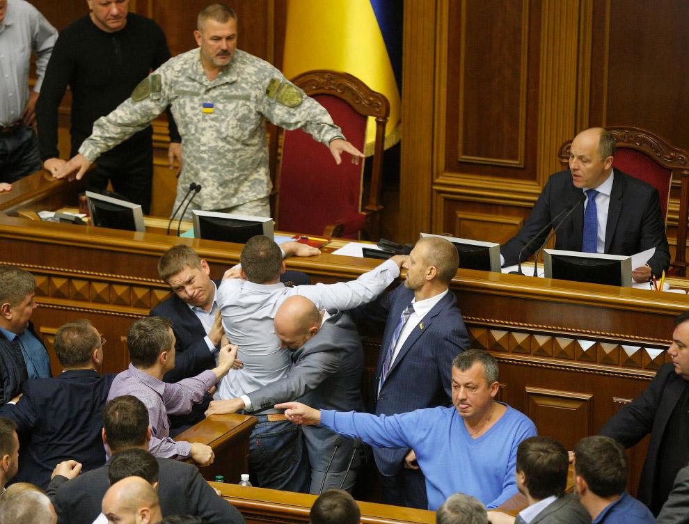 Визитной карточной Верховной Рады Украины являются регулярные драки народных депутатов