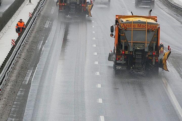За сутки в Подмосковье обработали более 30 тысяч километров дорог