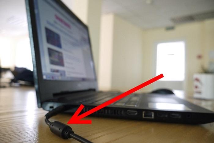 Предназначение и польза  этого  бочонка на шнуре от ноутбука