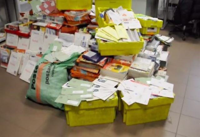 Сотрудник Почты Италии за 8 лет накопил дома полтонны чужих писем