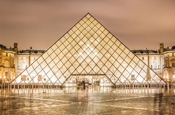 Туристам предлагают переночевать в Лувре