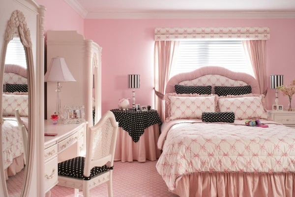 сочетание цветов в интерьере спальни оттенки бледно-розовый чёрный белый