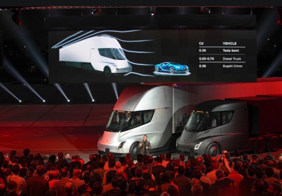 Tesla получила более тысячи предзаказов на электрогрузовик Tesla Semi