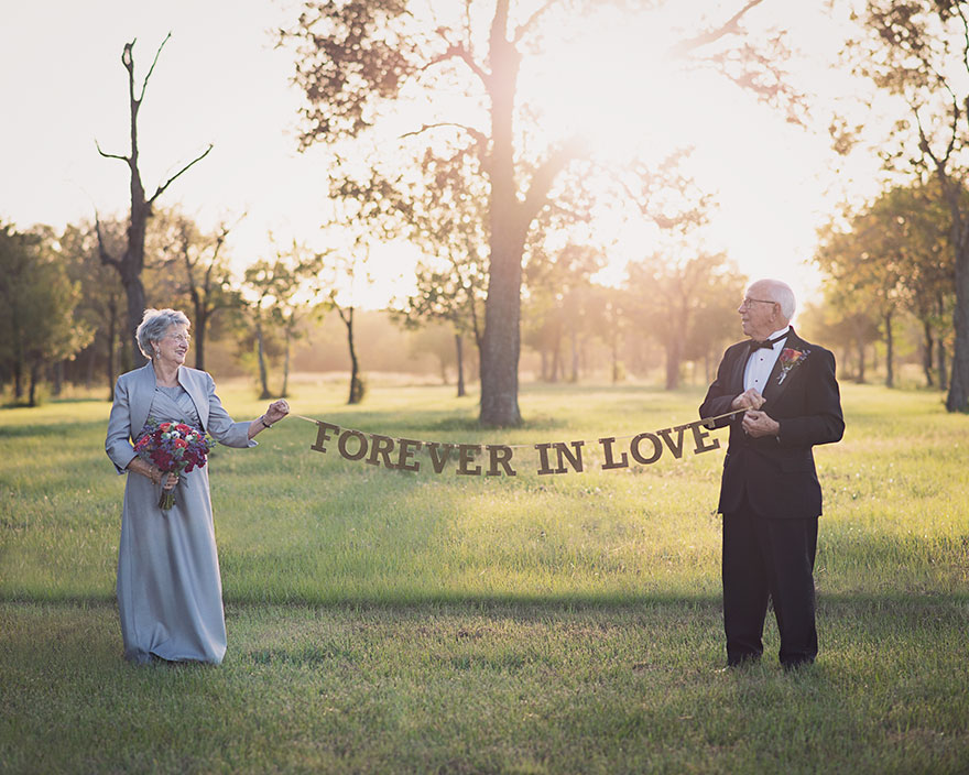 Couple Waits 70 Years To Take Their Wedding Photos, And Love Is Still In The Air